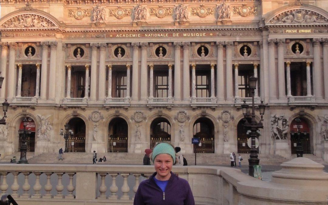 Devant l'Opéra Garnier avec Lourdes