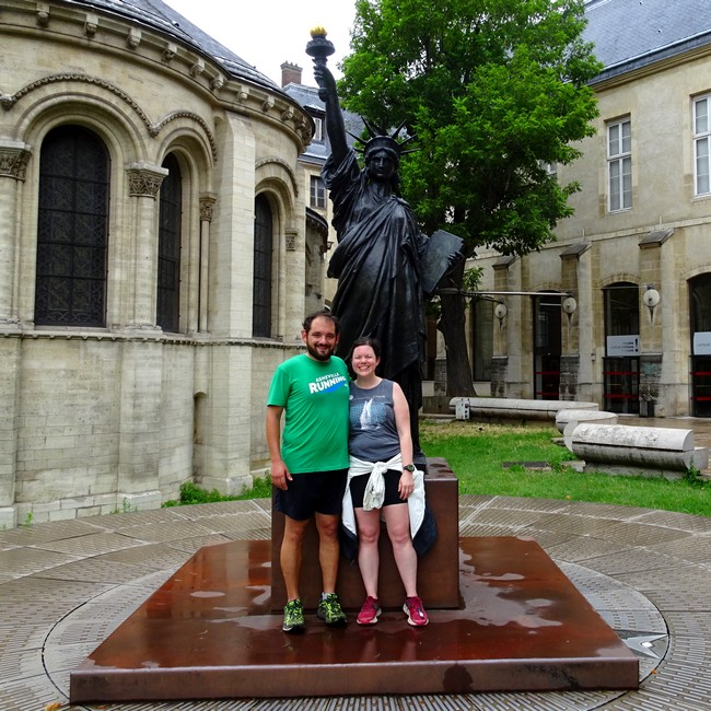 Combien d'Arcs de Triomphe à Paris ? Avec Adam et Bridget