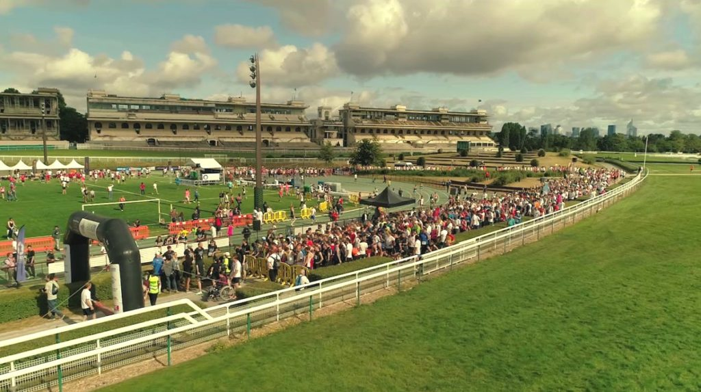 Start and finish at the Auteuil racecourse stadium
