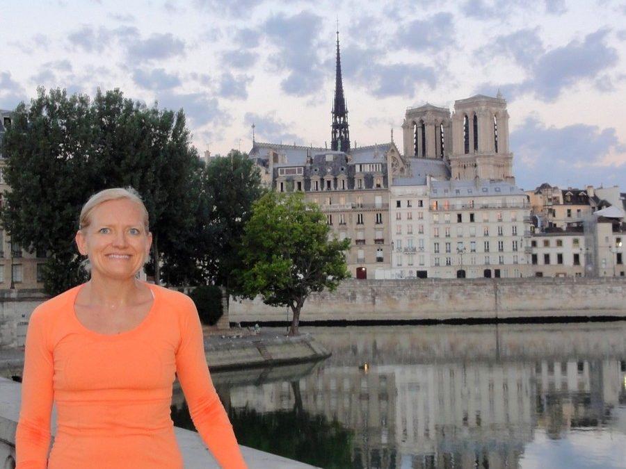 A magnificent dawn in Paris with Marnie